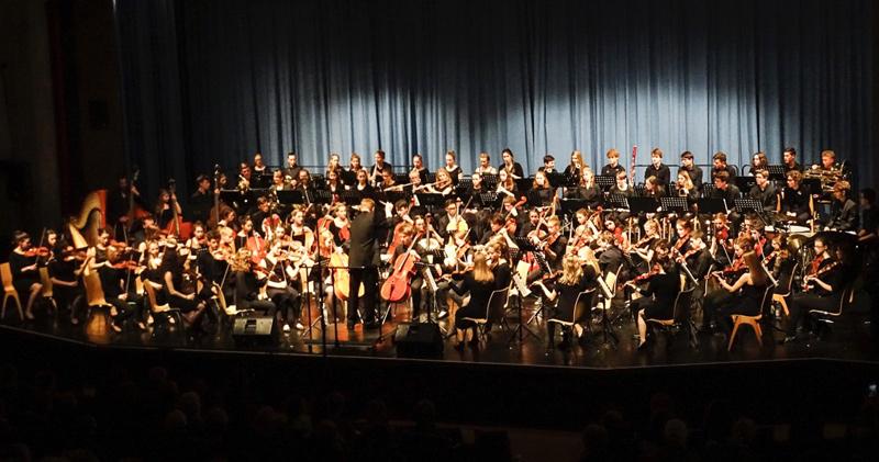 Unser Sinfonieorchester beim gemeinsamen Konzert mit dem Orchester und der BigBand des Goethe-Gymnasiums in Ludwigsburg.